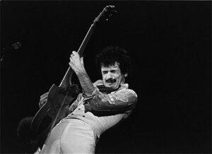 Carlos Santana (bron: Wikipedia)