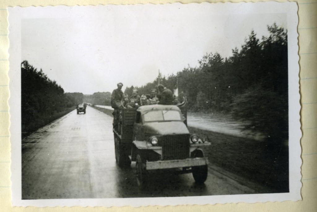 Met de Amerikaanse legertruck op weg naar huis, Munchenberg Duitsland mei/juni 1945.
