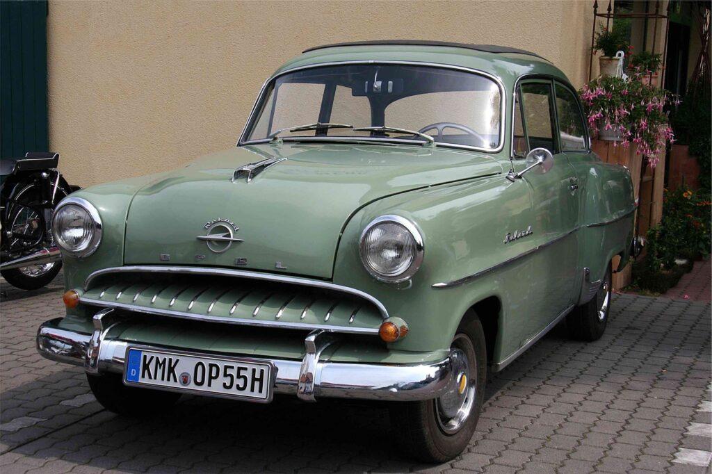 Opel Olympia Rekord 1953. (Bron: Wikipedia)