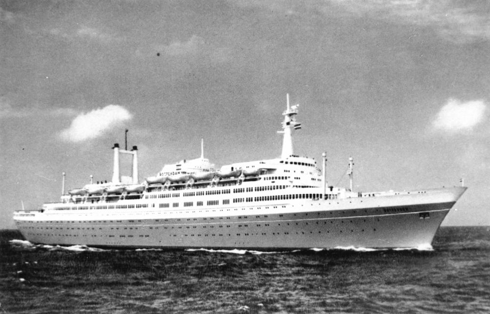 De SS Rotterdam die in 1958 van stapel liep is  de laatste Nederlandse Oceaanstomer en ligt tegenwoordig als attractie in Rotterdam. (foto: Wikipedia)